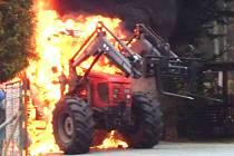 Požár traktoru ve Františkově.