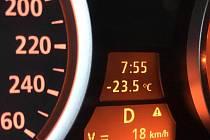 Pohled na teploměr 20. 1. v 8 hodin ráno v Horním Skrýchově.