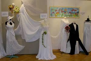 Obchodní akademie, Střední odborná škola a Střední odborné učiliště, Třeboň nabízí studentům i umělecké obory. Školu navštěvují skláři i oděváři.