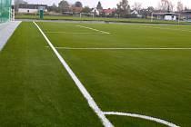 Zbrusu nové fotbalové hřiště s umělým povrchem mají k dispozici ve Staré Hlíně. Vyrostlo v těsné blízkosti přírodní hrací plochy a velkou zásluhu na jeho realizaci má i jednatel klubu Jan Hrubý.