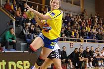 Jindřichohradecká Petra Bubeníková patří mezi opory interligového týmu, což potvrdila i v posledním vítězném utkání se Zlínem (24:23).  Její start v sobotním  střetnutí v Trenčíně je všake ohrožen, neboť si v týdnu při tréninku poranila kotník.