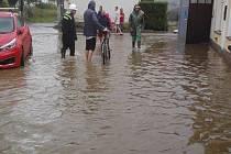 Voda se po bouřce opět prohnala obcí Příbraz.