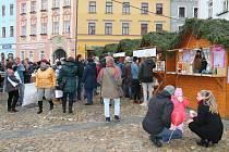 Vánoční trhy v Jindřichově Hradci letos kvůli koronavirové situaci nebudou. Pokud to opatření umožní, měly by být otevřené alespoň vánoční chaloupky s punčem.