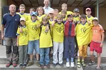 Družstvo 6. základní školy, které se zúčastnilo finále v hokejbale.