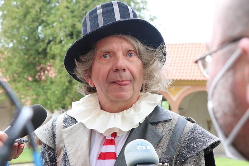 Natáčení Tajemství staré bambitky 2 na jindřichohradeckém zámku končí.