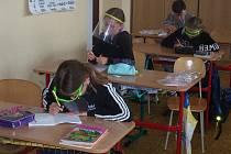 Po několikatýdenní odmlce opět základní školu v Jarošovské ulici rozjasnily líce našich žáků 1. stupně.