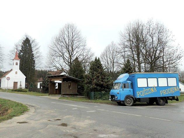 POJÍZDNÁ PRODEJNA zásobuje i obyvatele malé vesnice Stálkov na Novobystřicku.