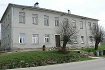 Budova bývalé školy v Dolní Radouni - současný pohled.