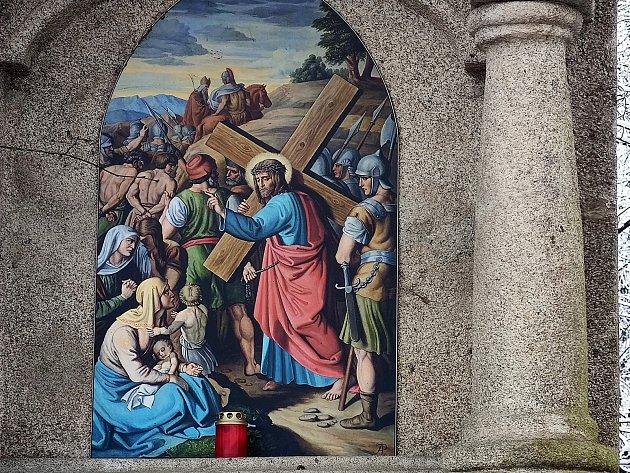 Křížová cesta ke kostelu svatého Jakuba vJindřichově Hradci. Pán Ježíš napomíná plačící ženy.