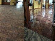 V hříšickém kulturním domě renovovali mramorovou podlahu.