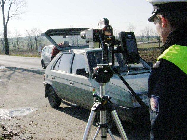 Policisté na Jindřichohradecku kontrolovali řidiče na přejezdech.