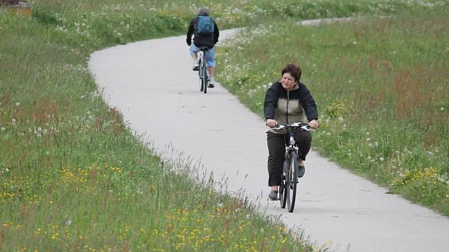 Cyklostezka spojující sídliště Vajgar v J. Hradci s Otínem.