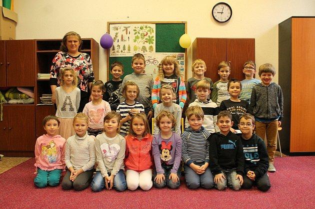 Žáci prvního ročníků ze základní školy vChlumu uTřeboně.