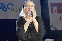 V Dačicích zazpívá Bára Basiková. Ilustrační foto
