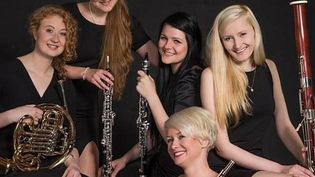 Kalabis Quintetu účinkuje v Třeboni na zámeckém nádvoří