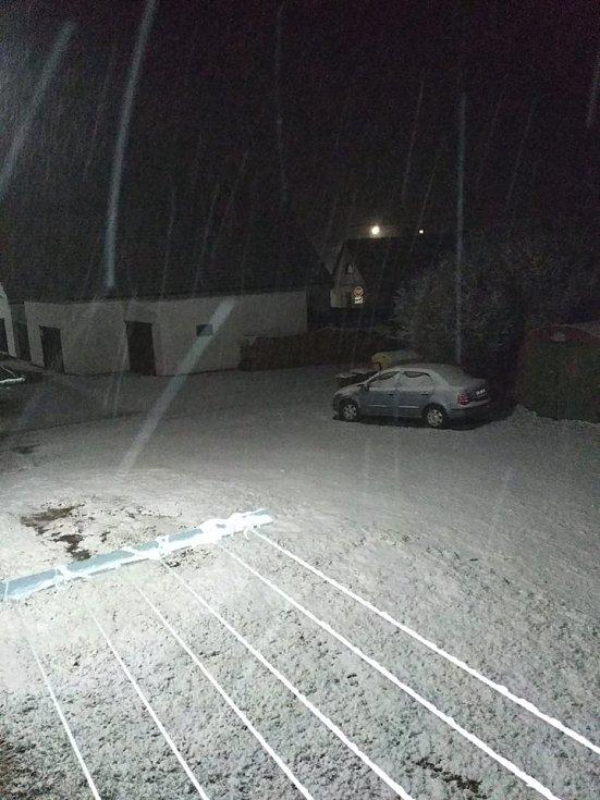 V neděli večer začalo sněžit. Staré Město pod Landštejnem.