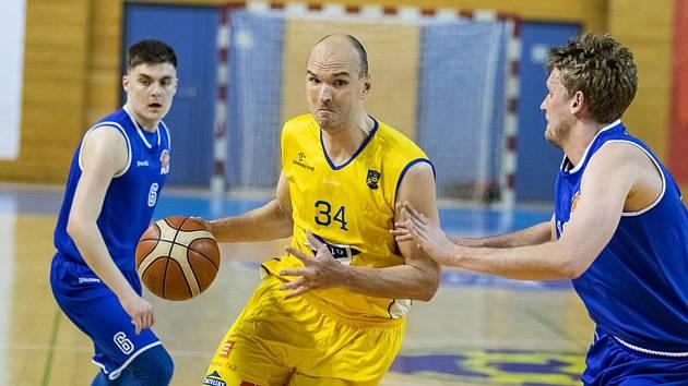 Pivot Stanislav Zuzák je nejzkušenějším hráčem jindřichohradeckého týmu.