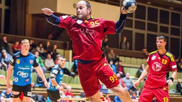 Hrající trenér třeboňských házenkářů Jaroslav Dušek.