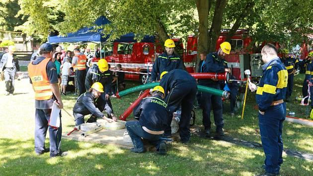 Desítka hasičských družstev se v Dolním Skrýchově utkala v požárním útoku.