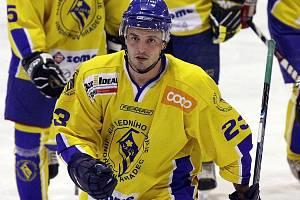 V závěrečném kole základní části si Benešov od Vajgaru odvezl debakl 4:11, na němž se jedním gólem podílel i obránce Jan Kanov.