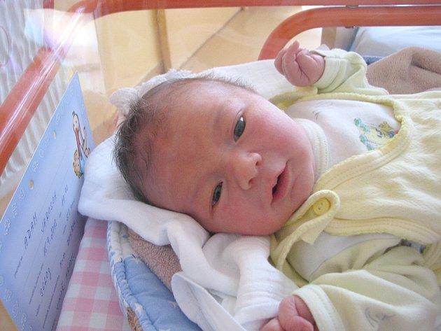 Adam Jarosch z Jindřichova Hradce se narodil 15. září 2013 Věře Machové a Lukáši Jaroschovi. Vážil 3620 gramů a měřil 51 centimetrů.
