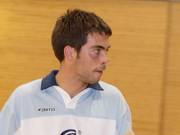 Lennyho Křídla z Nové Bystřice obsadila v silné konkurenci turnaje v malé kopané v Hořepníku výborné, i když nepopulární čtvrté místo. Na snímku opora zadních řad  Michal Kamas.