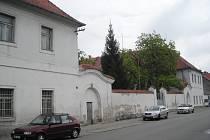 Bývalá kasárna v Třeboni se promění na městský úřad.