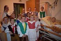 Děti z lomnických sborů navštívily paní Růženku.