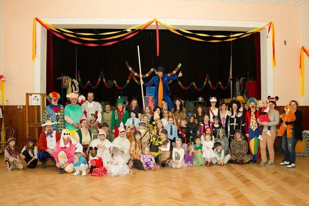 Na karnevalu vBudíškovicích se děti bavily nejrůznějšími soutěžemi.