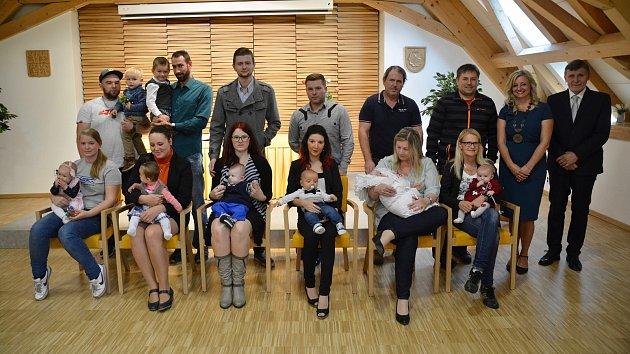 Na snímku jsou (zleva): Eliška Loosová, Dorota Janoušková, Viktor Havel, Matyáš Frnka, Štěpán Šaman a Evelína Haišmanová.