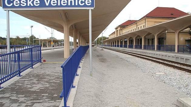Vlakové nádraží v Českých Velenicích.