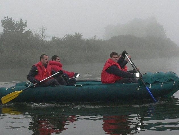 Říjen 2005, pátrání po zmizelé důchodkyni z Kardašovy Řečice na rybníku Velký, která je dodnes pohřešovaná.
