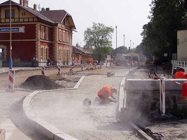 Rekonstrukce prostoru před nádražím v J. Hradci