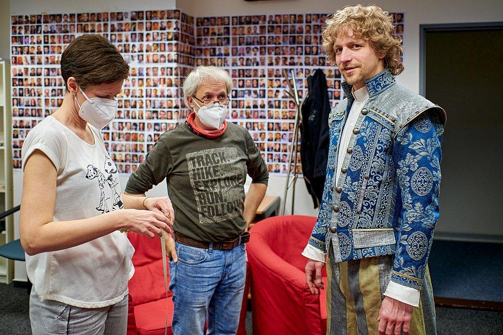 Zkouška kostýmů s Tomášem Kulsem.