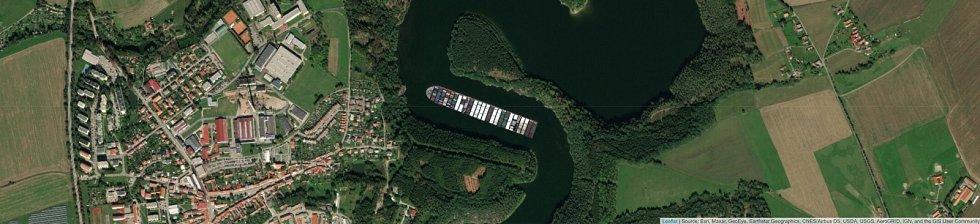 Jaké místo by obří kontejnerová loď Ever Given zabrala na Římově?