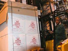 Ve skladech Fruko-Schulz je nyní 1,7 milionu lahví se starými kolky.