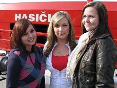 Veronika Uhlíková, Olga Kluzáková a Klára Decarli (na snímku zleva) jsou členkami suchdolského poloprofesionálního sboru půl roku.