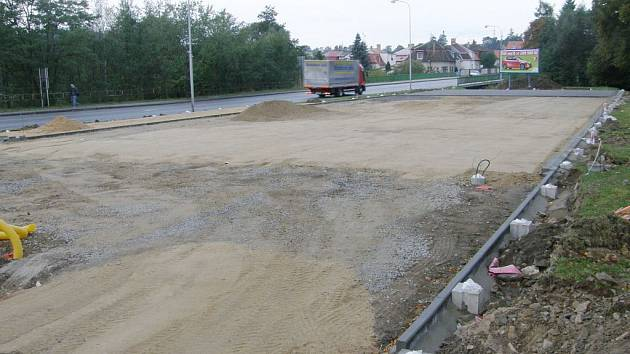 Výstavba skateboardového hřiště u jindřichohradeckého nádraží pokročila.