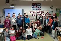 Šesťáci z 2. základní školy v Jindřichově Hradci se sešli i s rodiči a učiteli v literární kavárně.