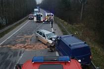 Čtvrteční vážná nehoda u Staré Hlíny, kde se čelně střetla dvě auta.