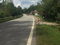 Na hlavním tahu Tuští na hraniční přechod Halámky zdrží řidiče semafor.