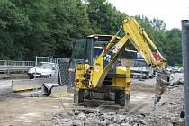 Stavební práce na rekonstrukci mostu přes Hamerský potok si vyžádaly částečnou uzavírku.