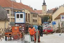 Práce na rekonstrukci mostu přes Dyji v Dačicích míří do finále.