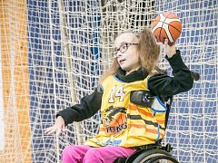 NIKOLKA potřebuje pomoc. Basketbalisté přispějí.