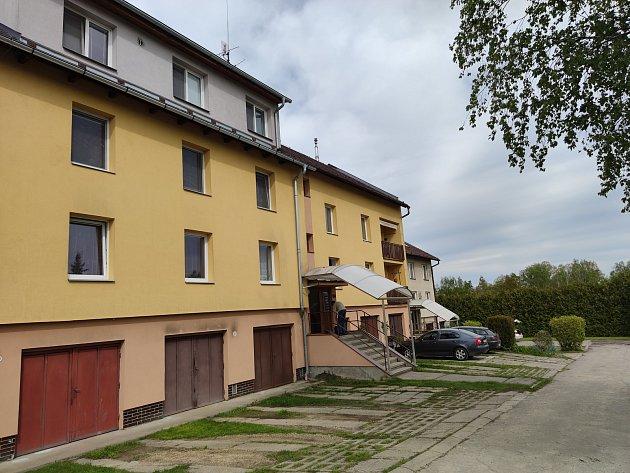 Vbytovce vDolním Skrýchově uJindřichova Hradce byla zavražděna žena.