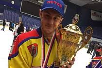 Mladý obránce Motoru Šimon Kubíček má za sebou velmi dobrou sezonu.