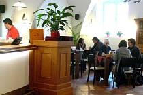 V nově otevřené Besedě již usedli první hosté.