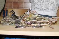Sbírka brýlí pro Afriku.