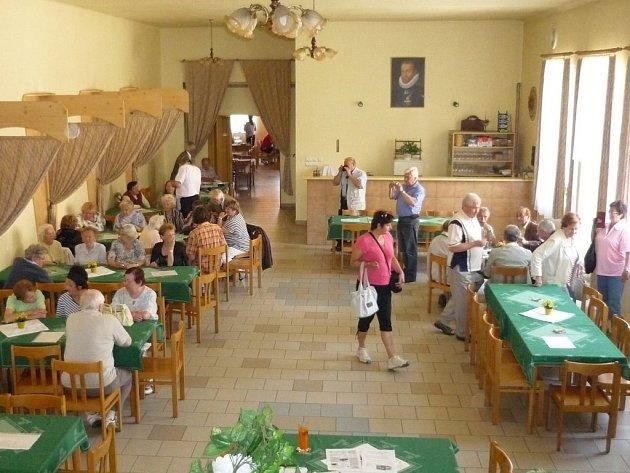 Setkání rodáků. Hájovna  je jediným domem, který mohou dnes návštěvníci zaniklé Nové Vsi u Klikova vidět.