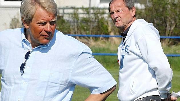 Trenér Miroslav Čížek (vlevo) a jeho asistent Jiří Klimeš už fotbalisty divizní Třeboně nevedou.